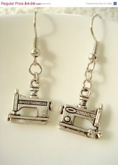 Sewing Machine Earrings <3 ~ I think I could get lot's of sewing done while wearing these! ;) Lol!