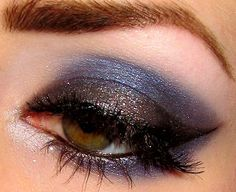 love this grey and blue smokey eye