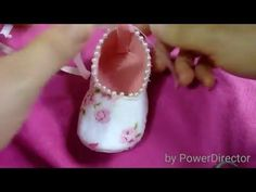 Sapatinho de feltro e tecido - YouTube Booties Crochet, Baby Booties, Baby Shoes, Baby Doll Clothes, Doll Clothes Patterns, New Baby Girls, Baby Love, Baby Suit, Shoe Pattern