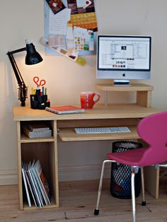 Computer desk (photo by Annina) by ELF Mins, via Flickr