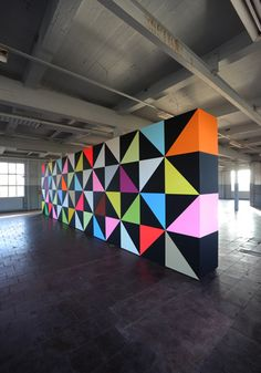 "Triangle 'windmill' pattern on ""WONDERWALL"", WALL PAINTING No. 326, Untitled, 2011, 300 x 1050 x 75 cm, acrylverf op MDF Installation Art, Art Installations, Garage Paint, School Murals, Triangle Pattern, Wonderwall, Geometric Designs, Walls, Dormitory"