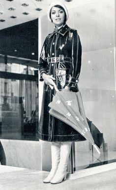 the raincoat and white boots Girls Raincoat, Raincoat Outfit, Vinyl Raincoat, Pvc Raincoat, Vintage Outfits, Vintage Boots, Vintage Pins, Mode Vintage, Vintage Ladies
