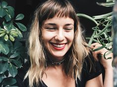 & bangs& the new trend in bangs 'Baby bangs', la nueva tendencia en flequillos & bangs& the new trend in bangs Long Thin Hair, Long Hair With Bangs, Long Curly Hair, Curly Hair Styles, Short Bangs, Face Shape Hairstyles, Hairstyles With Bangs, Blonde Hair Inspiration, Blond Ombre