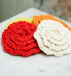 Crochet rose cleansing pads ( free pattern ) // Horgolt rózsa alakú arctisztító korongok - kreatív ajándék // Mindy - craft tutorial collection // #crafts #DIY #craftTutorial #tutorial #MothersDayCrafts #FathersDayCrafts