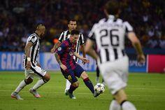 Messi con Vidal y Tevez en la marca