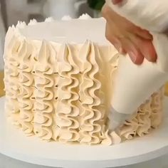 Piping decorating for your birthday cake 🎂 Piping decorating for your birthday cake 🎂 ,Desserts Video tutorial how to make amazing desserts 🧁 Related posts:- tik Best Ideas Quotes Tattoo. Cake Decorating Frosting, Cake Decorating Videos, Cookie Decorating, Decorating Ideas, Simple Cake Decorating, Cake Decorating Designs, Food Cakes, Cupcake Cakes, Cake Boss Cakes