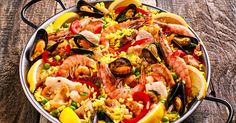 La vraie paëlla, recette espagnole You are in the right place about salmon recipes broiled Here we o Seafood Paella, Seafood Dishes, Seafood Recipes, Penne Pasta Salads, Pasta Carbonara, Spanish Paella, Spanish Cuisine, Smoked Salmon Recipes, Simply Recipes