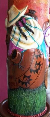Detalles de un jarrón que también puede ser la base de una mesa elaborado en JuliartexPerú
