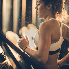 This Treadmill Workout Is Ideal for People Who Hate Cardio Get in and out of the gym quickly by doing this speed treadmill workout for an intense cardio sweat session. Fitness Goals, Fitness Tips, Intense Cardio Workout, Speed Workout, Treadmill Workouts, Hiit, Cardio Training, Loose Weight, Kettlebell