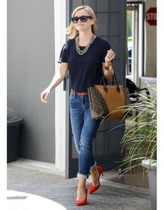 Reese Whiterspoon with W bag from LV