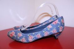 Union Bay Shoes 9 Blue Pink Floral Fabric Round Toe Casual Career Kitten Heels #UnionBay #KittenHeels #CasualCareer