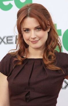Alexandra Breckenridge is an American actress, photographer and voice artist. Her birth name is Alexandra Hetherington Breckenridge and she was born on May 1982 in Bridgeport, Connecticut, United States. Alexandra Breckenridge, Beautiful Redhead, Most Beautiful Women, Beautiful Eyes, Beautiful People, Hollywood Top Actress, Le Rosey, Famous Women, Girl Face