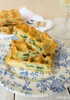 Spinach and Cheese Waffles. An original way to eat waffles with this recipe of spinach and cheese waffles. Easy and fast to make for lunch ! (in French) Healthy Dessert Recipes, Veggie Recipes, Brunch Recipes, Vegetarian Recipes, Vegetarian Italian, Vegetarian Breakfast Casserole, Spinach And Cheese, Healthy Cooking, Healthy Eating