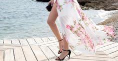 Cómo combinar un vestido largo de flores para un look perfecto