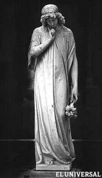 A principios de los 80, el fotógrafo italiano Doménico Casasanta hizo un registro pormenorizado de las esculturas del Cementerio General del Sur.  (Por: Juan Antonio González)