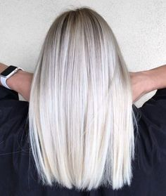70 Devastatingly Cool Haircuts for Thin Hair Mid-Length Straight Platinum Blonde Hair Platinum Blonde Hair Color, Blonde Hair Looks, Icy Blonde, Mid Length Blonde Hair, Thin Blonde Hair, Brassy Blonde, Balayage Blond, Blonde Wig, Brown Blonde