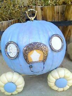 Cinderella pumpkin carriage for Halloween or Princess Party Halloween Cakes, Disney Halloween, Holidays Halloween, Halloween Pumpkins, Happy Halloween, Halloween Party, Halloween Decorations, Halloween Coffin, Pretty Halloween