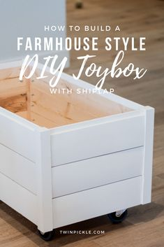 So bauen Sie eine DIY-Spielzeugkiste im Landhausstil mit Shiplap When it comes to DIY furniture, something simple like a box is a good place to start. I created this DIY toy box with shiplap because as a nation we haven't quite had enough of that farmhous Diy Storage Boxes, Playroom Storage, Playroom Ideas, Lego Storage, Storage Chest, Food Storage, Farmhouse Toys, Farmhouse Style, Rustic Toys