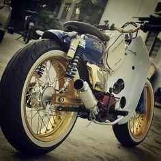 #SCB #cub90 #streetcub Bobber Bikes, Scooter Bike, Honda Motorcycles, Vintage Motorcycles, Custom Moped, Custom Bikes, Honda Cub, Cafe Racer Build, Mini Bike