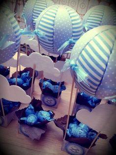 centros mesa bautizo globos  cartulina,poliespan,tela diseño en cartulina,entelado de poliespan