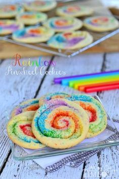 Best summer themed cookie recipe ideas! Cute dessert food for a picnic, bbq, beach or pool party.
