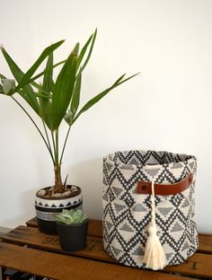 Panier ethnique chic tissu, crochet et cuir : Meubles et rangements par deco-nomade