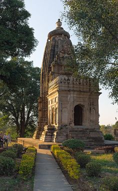 Temple Temple - Khajuraho, India Source by Indian Temple Architecture, India Architecture, Ancient Architecture, Gothic Architecture, Tourist Places, Places To Travel, Places To Visit, Temple India, Hindu Temple