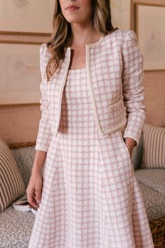 The newest addition to our collection of sophisticated separates, the Evangeline jacket's blush and ivory windowpane tweed is accented by delicate beading. Elegant Outfit, Classy Dress, Classy Outfits, Chanel Style Jacket, Modelos Fashion, Chanel Dress, Gal Meets Glam, Professional Outfits, Winter Dresses