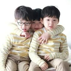 Asian Love, Asian Kids, Korean Babies, Asian Babies, Cute Kids, Cute Babies, Song Il Gook, Triplet Babies, Superman Kids