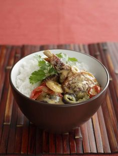 Roasted Duck in Red Curry Duck Recipes, Wine Recipes, Red Duck Curry, Chinese Roast Duck, Prawn Dumplings, Vegetable Stew, Warm Food, Curry Paste, Chinese Restaurant