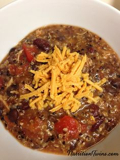 Slow Cooker Quinoa Chicken Chili on Nutrition Twins Slow Cooker Quinoa, Slow Cooker Recipes, Crockpot Recipes, Soup Recipes, Chicken Recipes, Cooking Recipes, Healthy Recipes, Chili Recipes, Detox Recipes