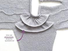 Ruffles Babygenser - Strikkeoppskrift og opplæring - Lilly is Love Baby Sweater Knitting Pattern, Knit Baby Sweaters, Baby Knitting Patterns, Knitting Designs, Baby Patterns, Knitting For Kids, Easy Knitting, Ruffles, Knit Crochet