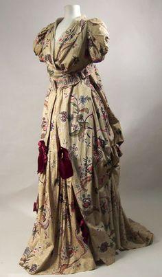 Fancy Dress Costume    1880-1883    Manchester City Galleries