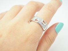 Silver crystal simple ring  This is a single ring. This is a good item as a couples gift, valentines gift, girlfriend's gift, anniversary gift, a gift for your best friend.   Please select the color and size you want.  Color: Silver SKU500631  US Size: Size 6, 7, 8  Material: Silver Pl...