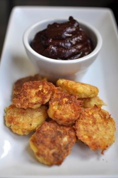 Cheesy Cauliflower Tots with Balsamic Ketchup Appetizer Dips, Appetizer Recipes, Cheesy Cauliflower Tots, Ketchup, Cabbage, Vegetarian, Law School, Chicken, Cooking