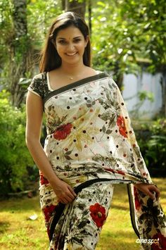 Honey Rose Latest Spicy And Cute Photos In Saree Beautiful Girl Indian, Most Beautiful Indian Actress, Beautiful Girl Image, Beautiful Saree, Gorgeous Women, Indian Natural Beauty, Indian Beauty Saree, Indian Sarees, Beauty Full Girl