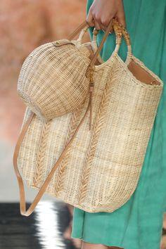 New York Fashion Week: accessori moda Primavera Estate 2018 - Vogue. Spring Bags, Summer Bags, Spring Summer, My Bags, Purses And Bags, Basket Bag, Best Bags, Crochet Bags, Beautiful Bags