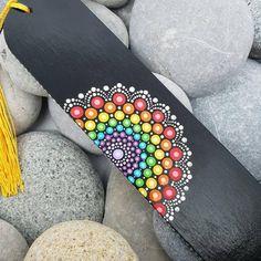 Dot Art Painting, Mandala Painting, Mandala Canvas, Mandala Art, Simple Wall Paintings, Bookmark Craft, Sock Crafts, Mandala Rocks, Diy Arts And Crafts