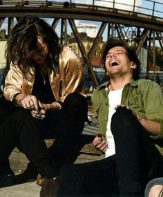 one direction, larry stylinson, and Harry Styles image Arte One Direction, One Direction Pictures, Larry Stylinson, Zayn, Foto One, Louis Y Harry, X Factor, Larry Shippers, Harry Styles Photos