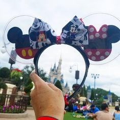 Classic Minnie and Mickey chilling at the Hub grass taking in the view of the castle! Don't forget these ears are reversible. Diy Disney Ears, Disney Mickey Ears, Mickey Mouse And Friends, Disney Diy, Disney Crafts, Cute Disney, Disney Trips, Disney Style, Disney Headbands
