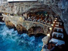 30 Amazing Restaurants With Spectacular Views Around The World • BoredBug
