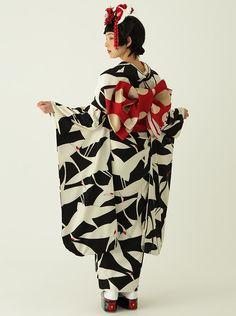 レトロモダンな着物・浴衣なら<ふりふ>| » レンタル振袖コレクション05 Kimono Outfit, Kimono Fashion, Modern Kimono, Beach Kimono, Japanese Outfits, Yukata, Japanese Kimono, School Outfits, Put On