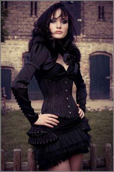 Royal Black -- more at --> http://pinup-fashion.de/5693/royal-black-extravagante-korsetts-aus-osterreich/ --> Model: Desireé Kaddatz, Foto: Philipp Ganzer