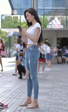 How do you say hot in Chinese? Sexy Girl, Sexy Asian Girls, Cool Girl, Sexy Jeans, Skinny Jeans, Girls Are Awesome, Asian Lingerie, Mode Chic, Korean Street Fashion