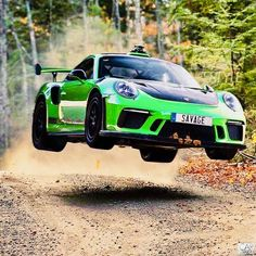 The Porsche Carrera GT earned some notoriety several years ago when it figured in the tragic death of actor Paul Walker. Porsche Autos, Porsche 911 Gt3, Porsche Cars, Porsche Carrera Gt, Bugatti, Porsche Classic, Black Porsche, Supercars, Bmw Supercar