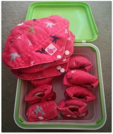 Cloth pads are not as bad as you think. Using washable sanitary pads can be done easily. I've been using them for years. Find out why? Cloth Nappies, Cloth Pads, Home Remedies Beauty, Disposable Nappies, Sanitary Towels, Menstrual Pads, Net Bag, Good Find, Best Blogs