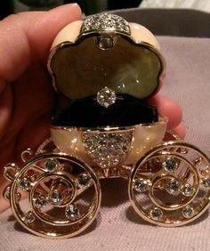 Beautifil1k diamond engagment ring, custom Cinderella carriage ring box.