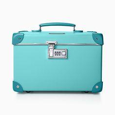 "Tiffany x GLOBE-TROTTER 18"" trolley in Tiffany Blue®. | Tiffany & Co. Azul Tiffany, Tiffany Blue Box, Tiffany And Co, Vanity Case, Jewelry Case, Women's Jewelry, Blue Fashion, Women's Accessories, Globe"