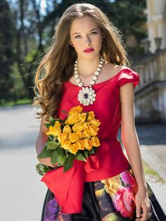 Flower Girl Photos, Portrait Photography Poses, Beauty Full Girl, Cute Woman, Gorgeous Women, Lady In Red, Sexy Women, Elegant, Style