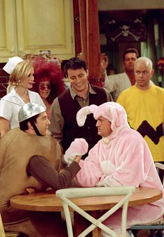 Nothing settles a dispute quite like an arm wrestling competition. Watch episodes of #Friends at TheWB.com